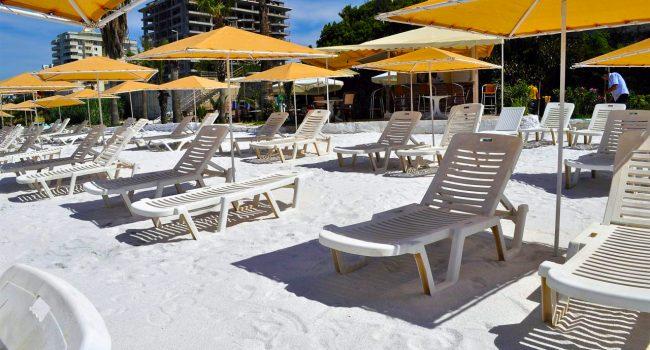 Syedra-Princess-Hotel-Plaj-Beyaz-Kum-şemsiye-ve-şezlonglar-02